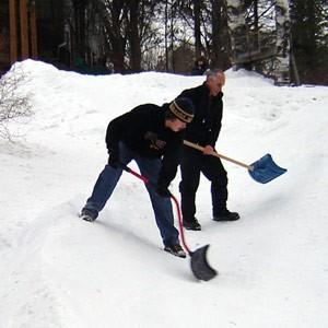 Как сделать снежную горку?