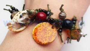 Оригинальный браслет из остатков бусин