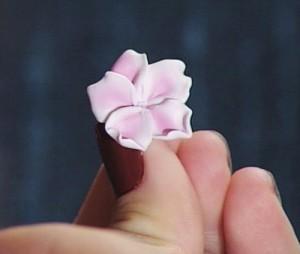 ожерелье похожее на  цветущий сад