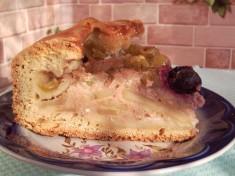 Песочный пирог с фруктами под сметанно-творожной заливкой