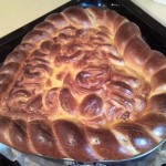 Пирог с абрикосовым вареньем и сливочным маслом
