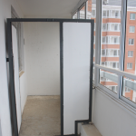 Перегородки между соседними балконами в доме серии П-44Т — закладываем пенобетонными блоками