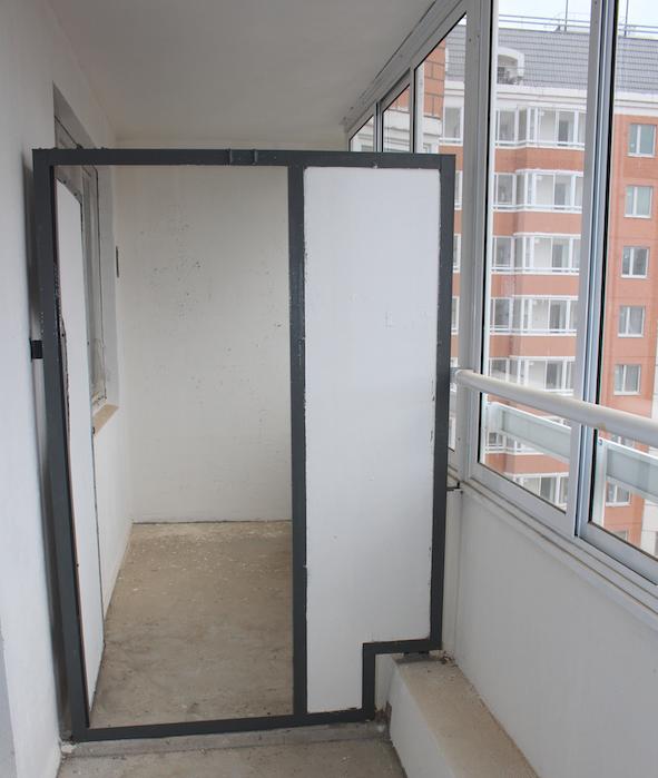 Шиферная перегородка с соседом по балкону (дом серии П-44т)