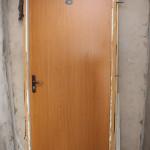 Установка металлической двери в квартире.