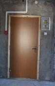 Входная дверь от застройщика - вид изнутри