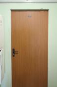Входная дверь от застройщика - вид снаружи