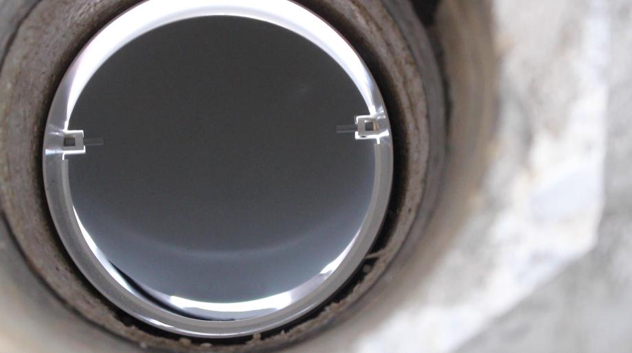 обратный клапан внутри отверстия