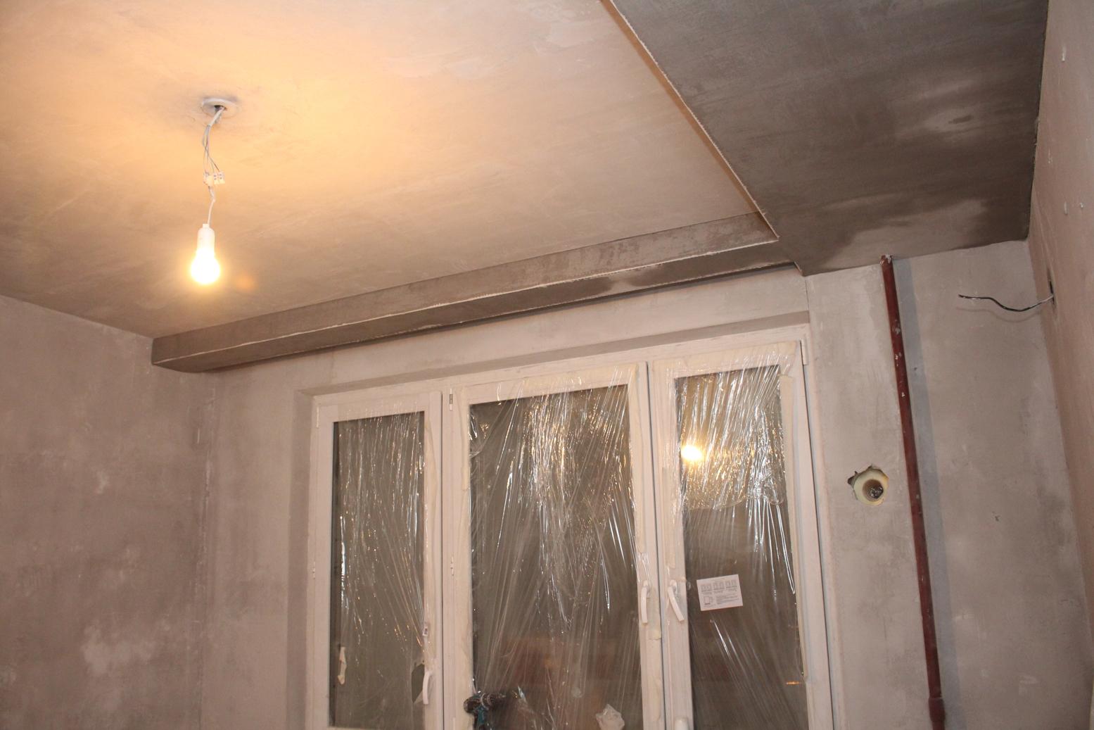 В маленькой комнате гипсокартонный потолок с нишей для карниза