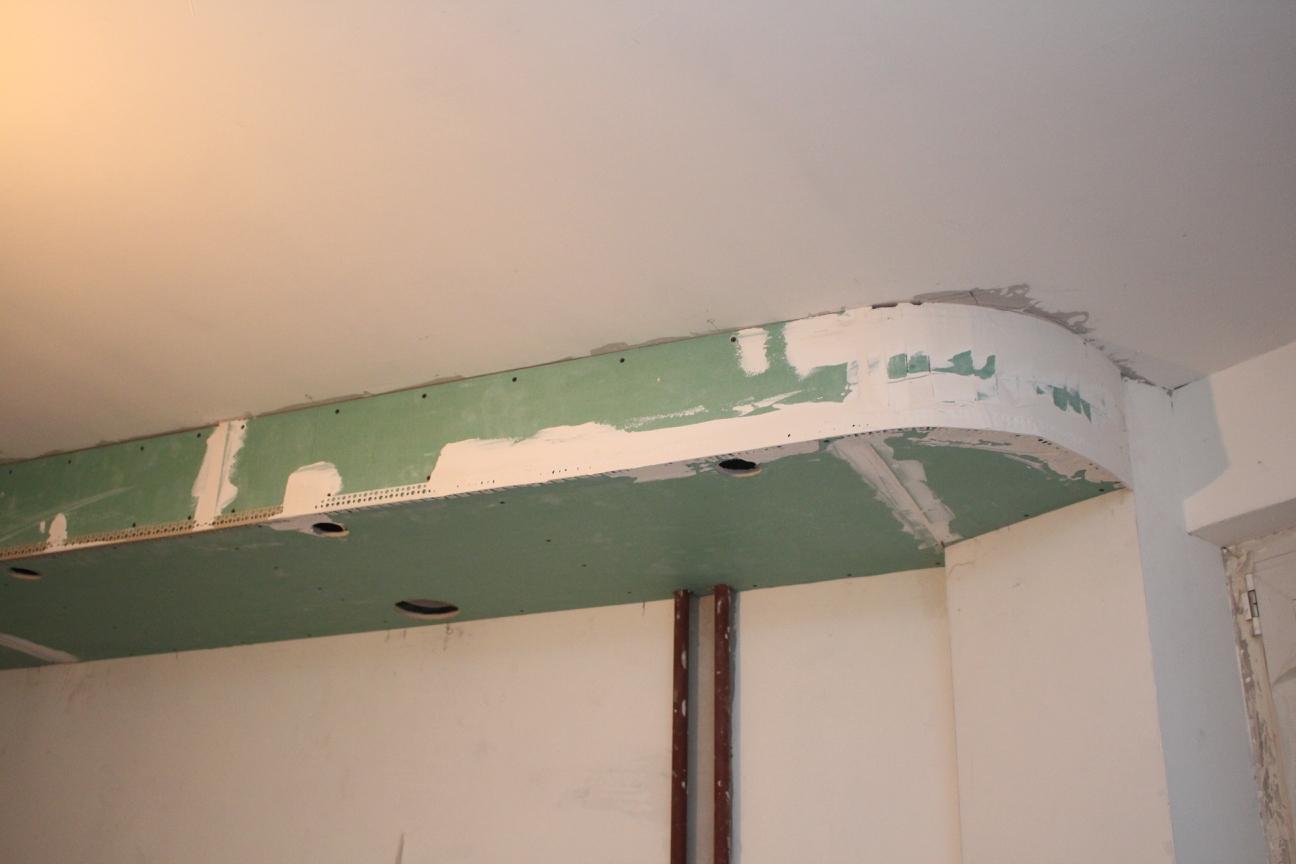 Примыкание потолка к эркеру