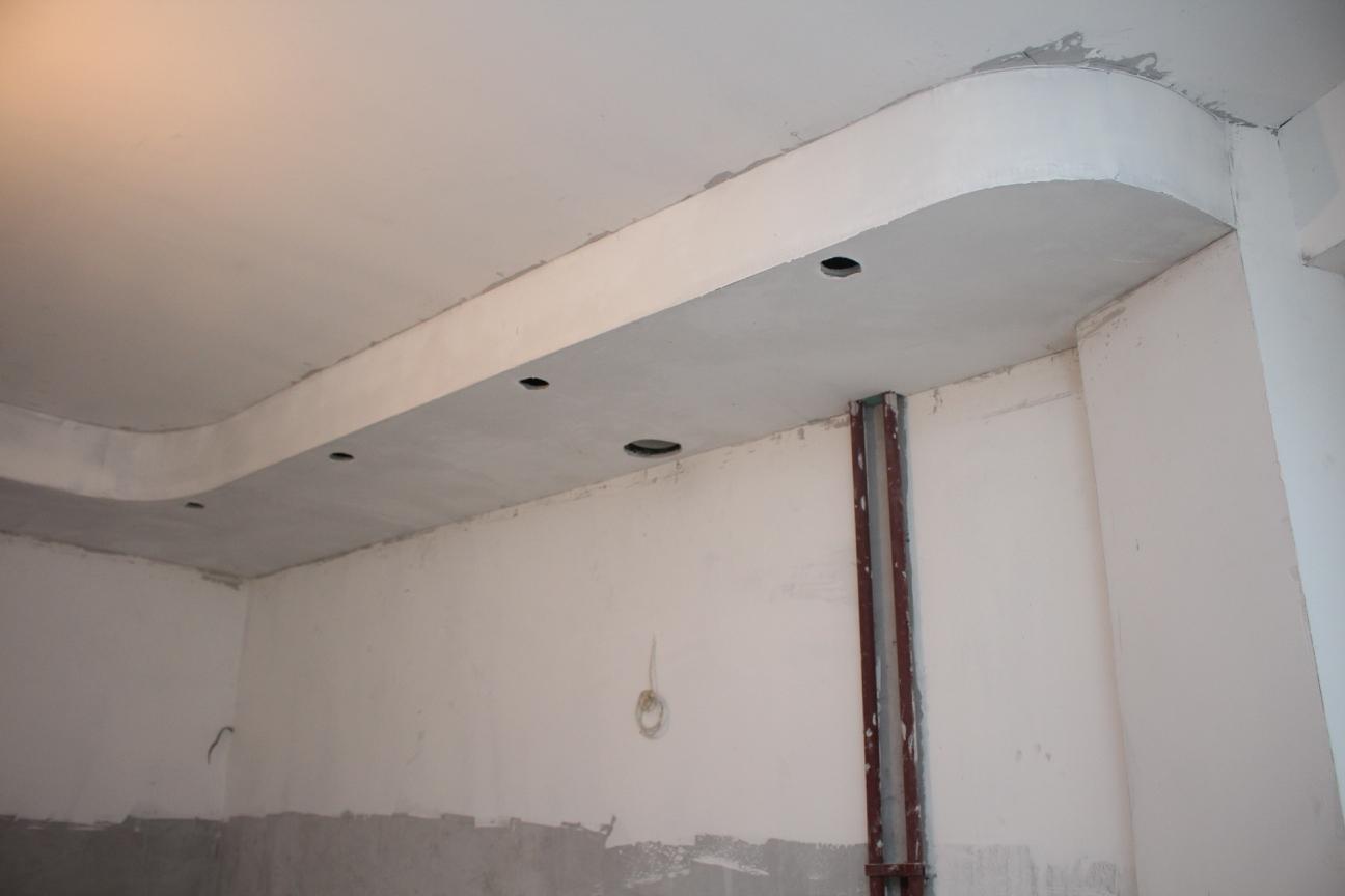 Примыкание потолка к эркеру со шпаклевкой