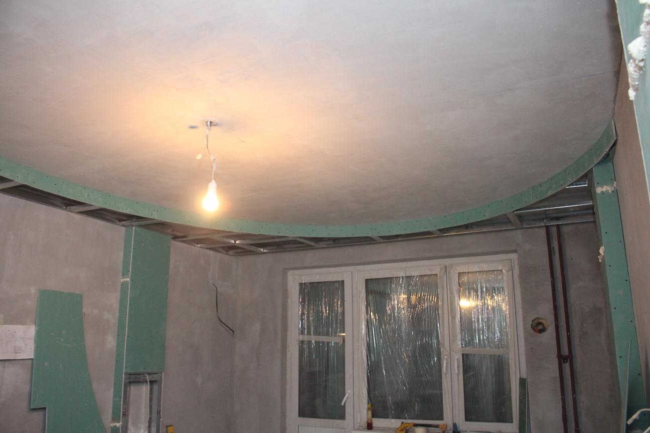 Потолок в виде элипса в спальне