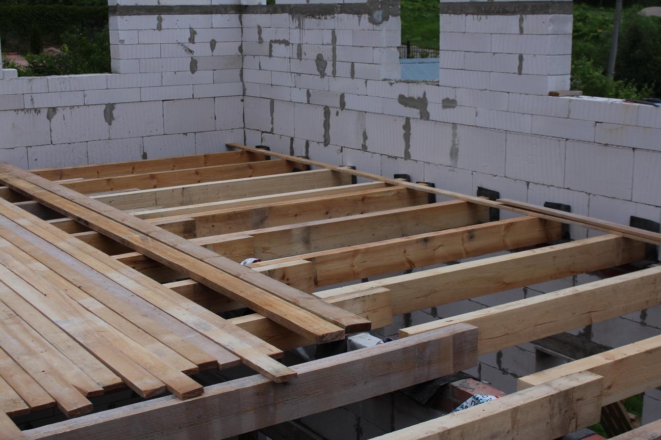 Балки перекрытия первого этажа
